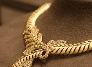 Beautiful Gold Necklace From Manubhai