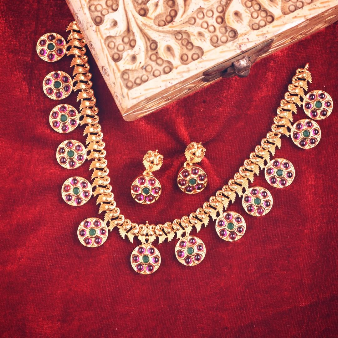 Modern Necklace Set From Tarinika