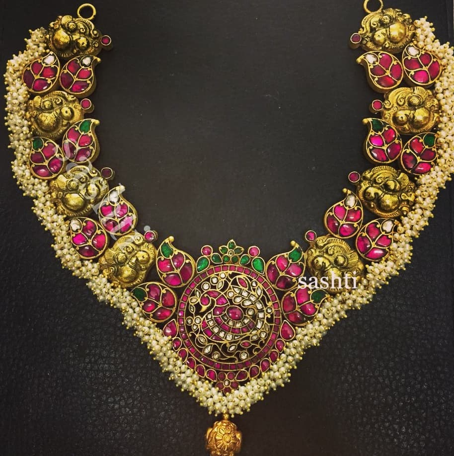 Attractive Necklace From Silver Sashti