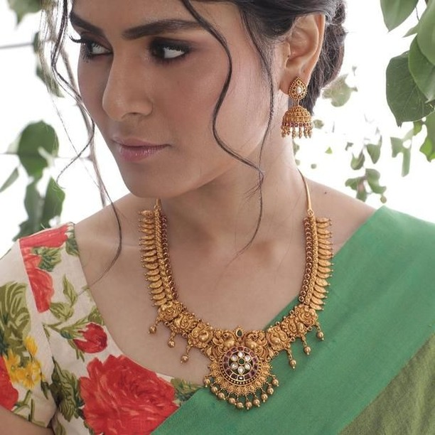 Decorative Necklace Set From Tarinika