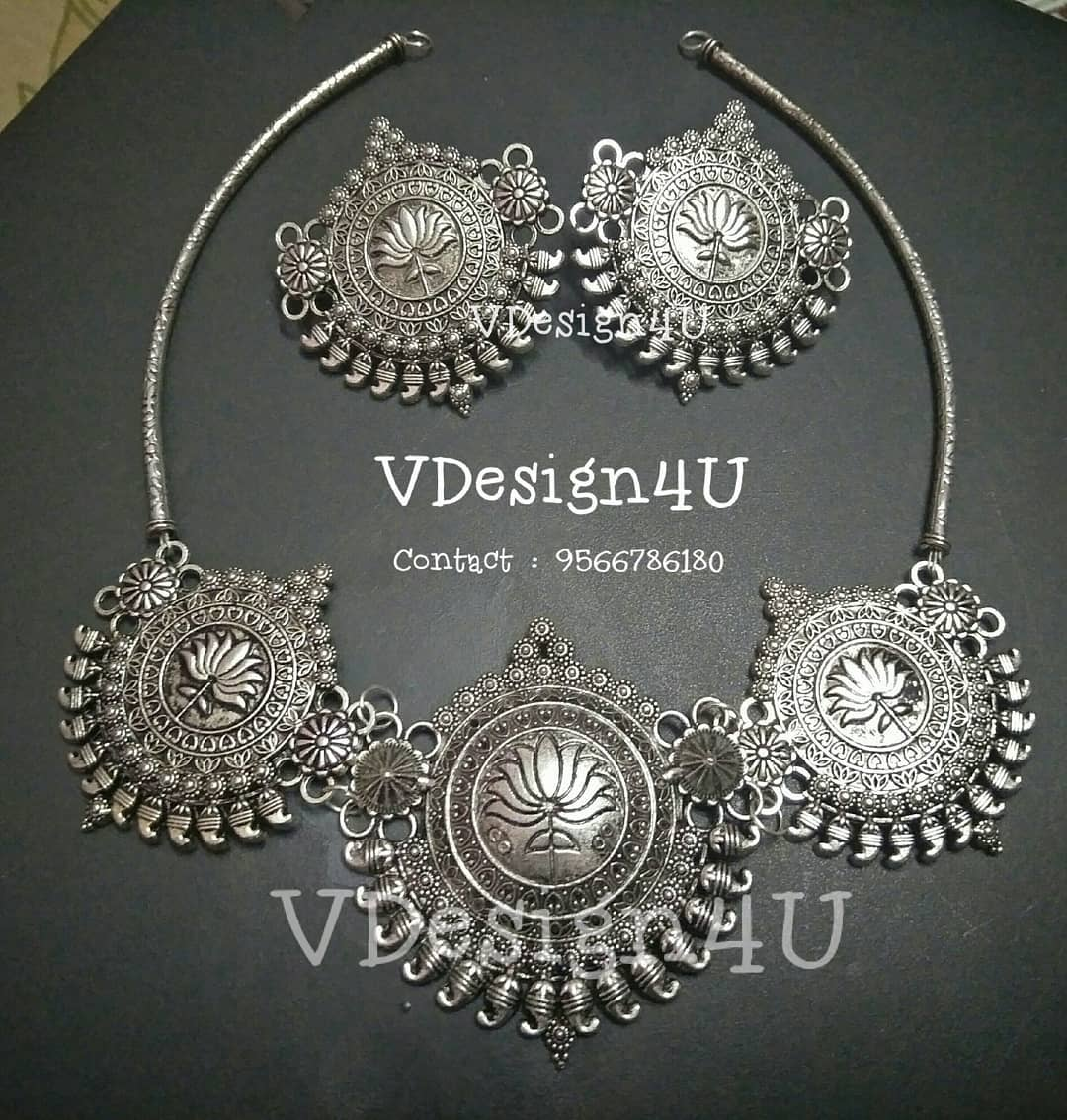 Trendy Silver Necklace From Vdesign4U