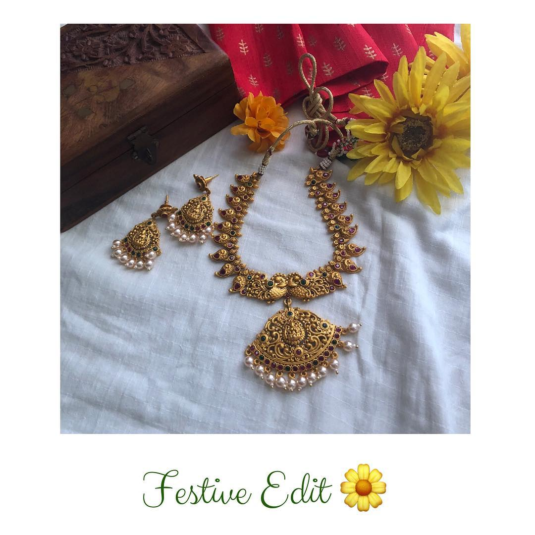 Decorative Necklace Set From Quills And Spills