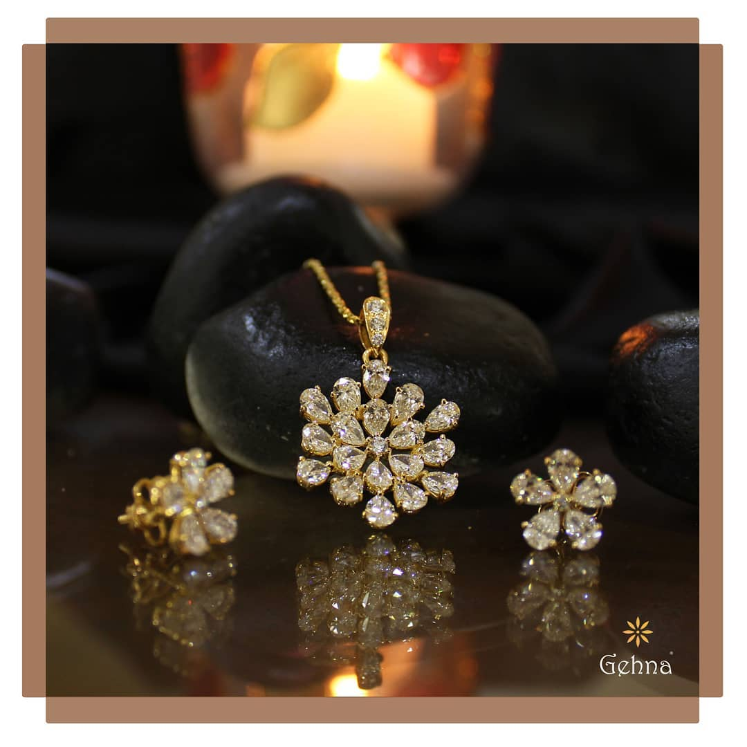 Elegant Pendant Set From Gehna India
