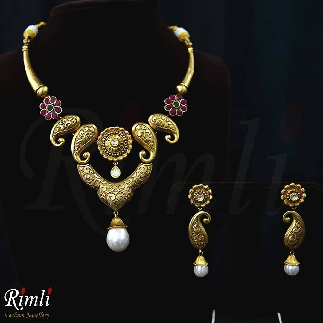 Eye Catching Necklace Set From Rimli Boutique