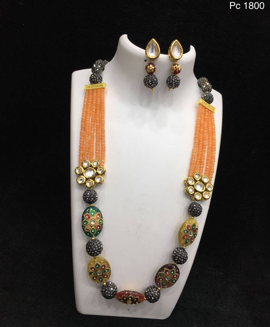 Fashionable Necklace Set From Alamakara