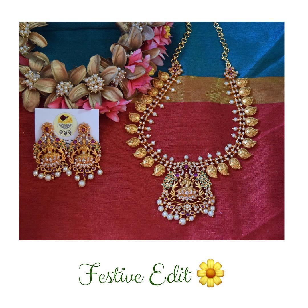 Matte Finish Lakshmi Festive Set From Quills And Spills