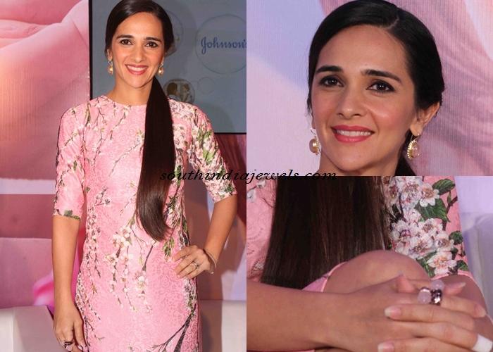 Tara Sharma wearing fashion Jewellery