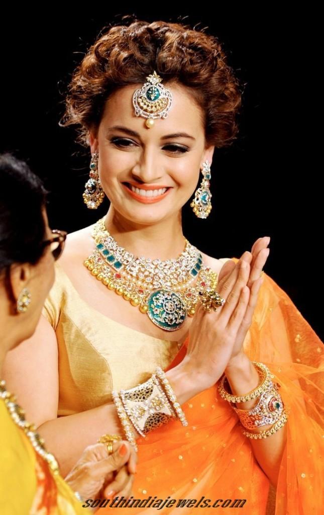 Dia mirza wearing diamond jewelleries