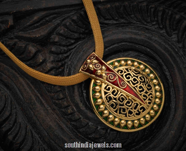 Fashionable Yellow Gold Pendant with Enamel Work