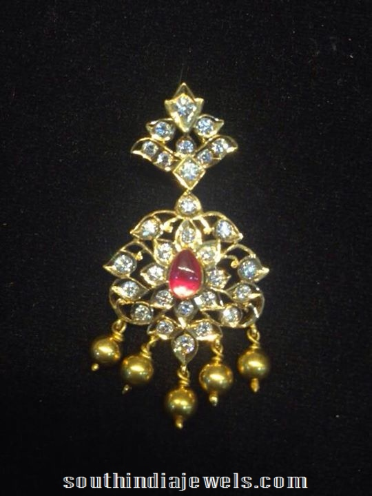 Traditional diamond pendant