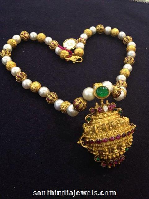 Antique Pearl Necklace Desisn