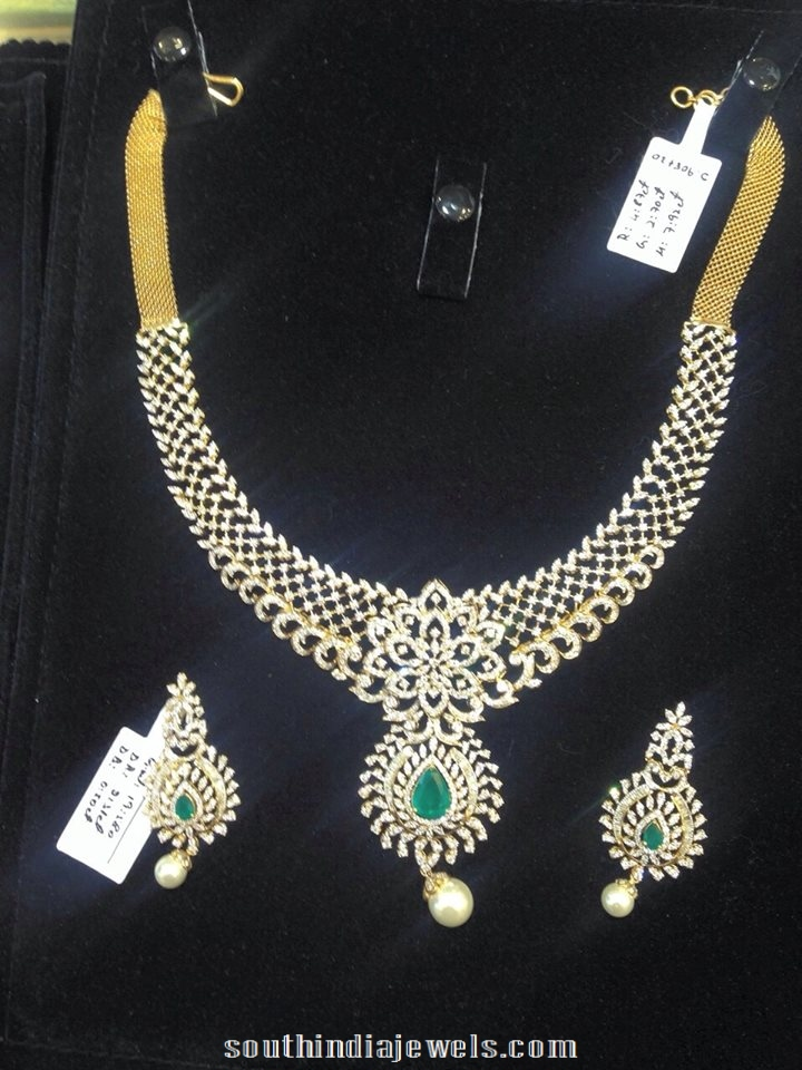 Diamond-necklace-with-emerald-vajra-jewellery