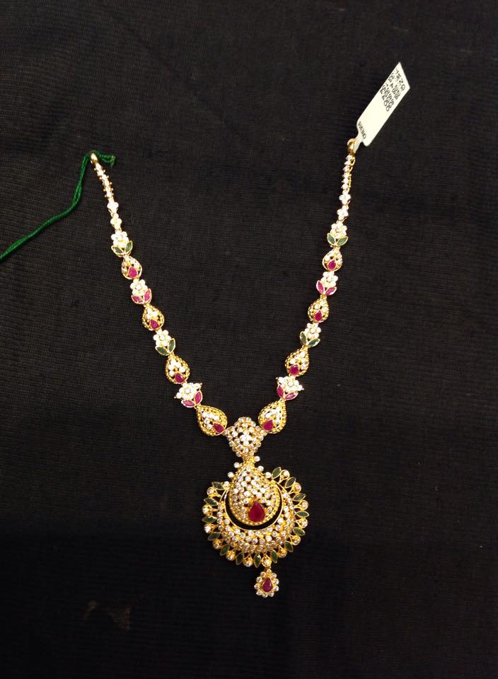 Gold Short necklace with weight details