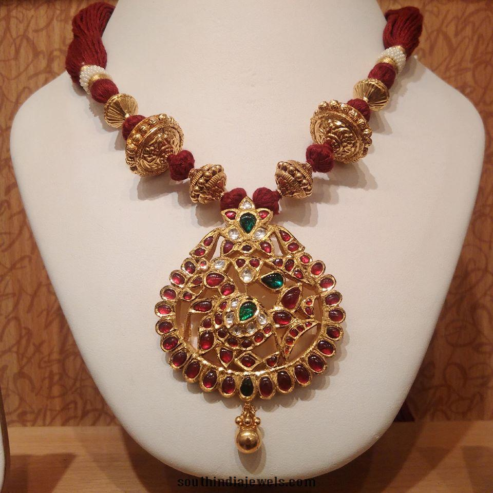 Gold threaded kemp necklace design