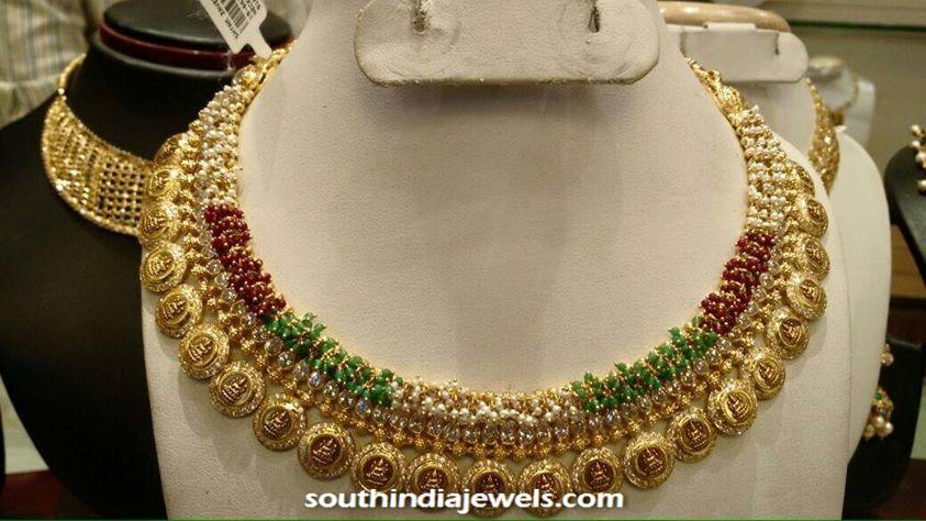 Gold beads clustered choker necklace