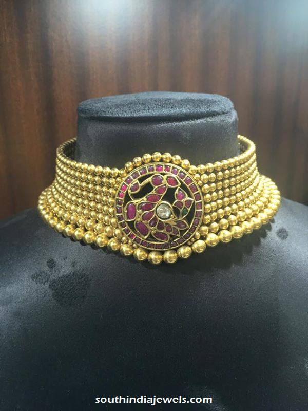 Traditional gold choker necklace