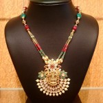 Gold Light Weight Necklace with Kundan Pendant