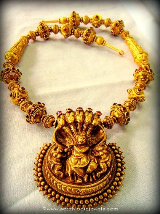 Gold Temple Jewellery Short Necklace