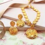 Fashionable Gold Necklace Set