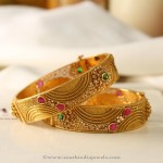 Manubahi Jeweller's Gold Antique Bangle
