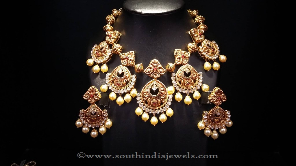 Gold Stone Necklace from Mor Jewellers
