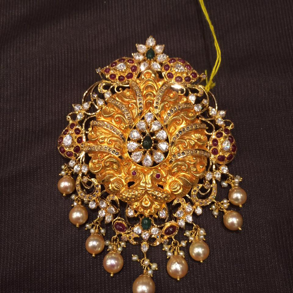 40 Grams Gold Pendant Design