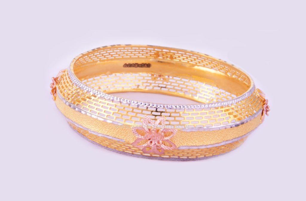 Beautiful Gold Bangle From Bhima