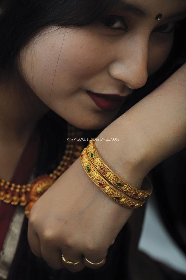 Simple Gold Bangle With Stone Work
