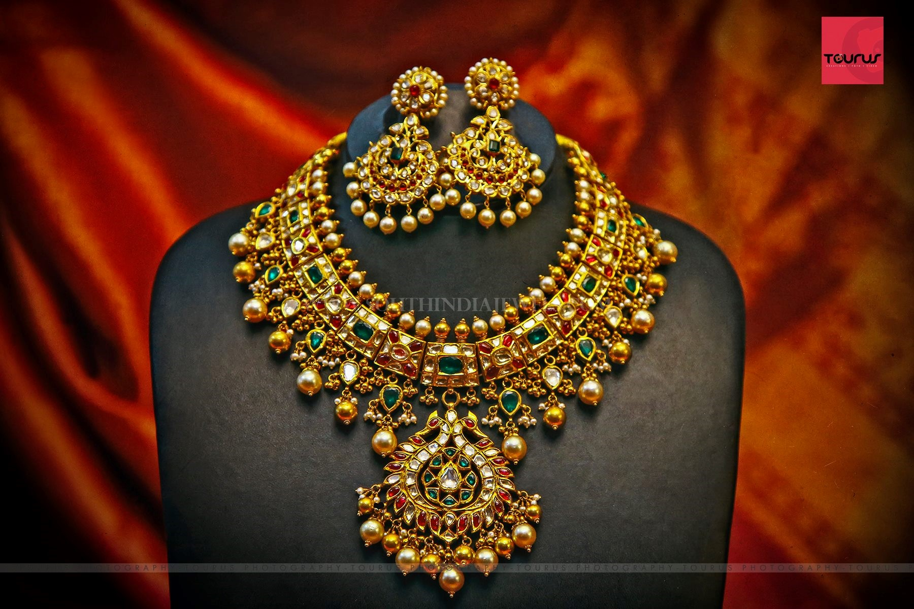 Bold Gold Necklace And Earrings Design
