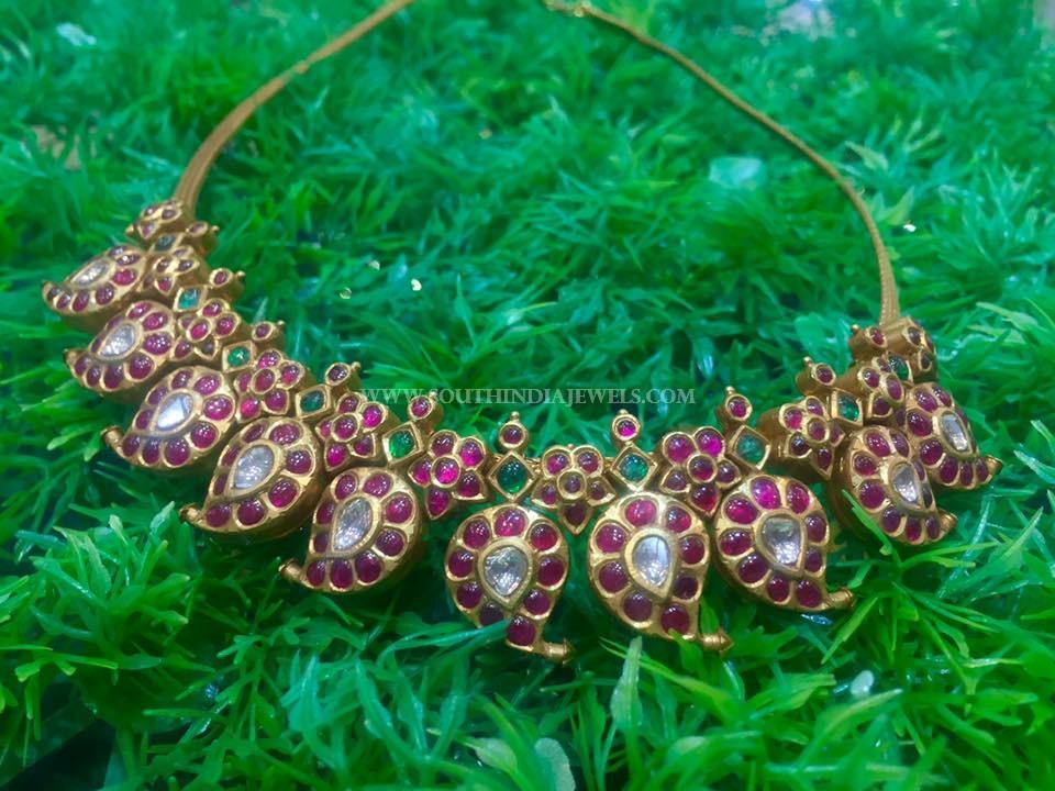 Gold Short Kemp Mango Necklace