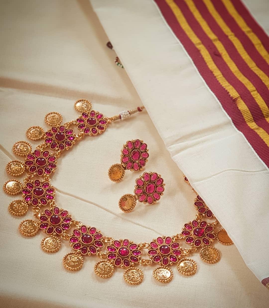 Pretty Necklace Set From Vasah India