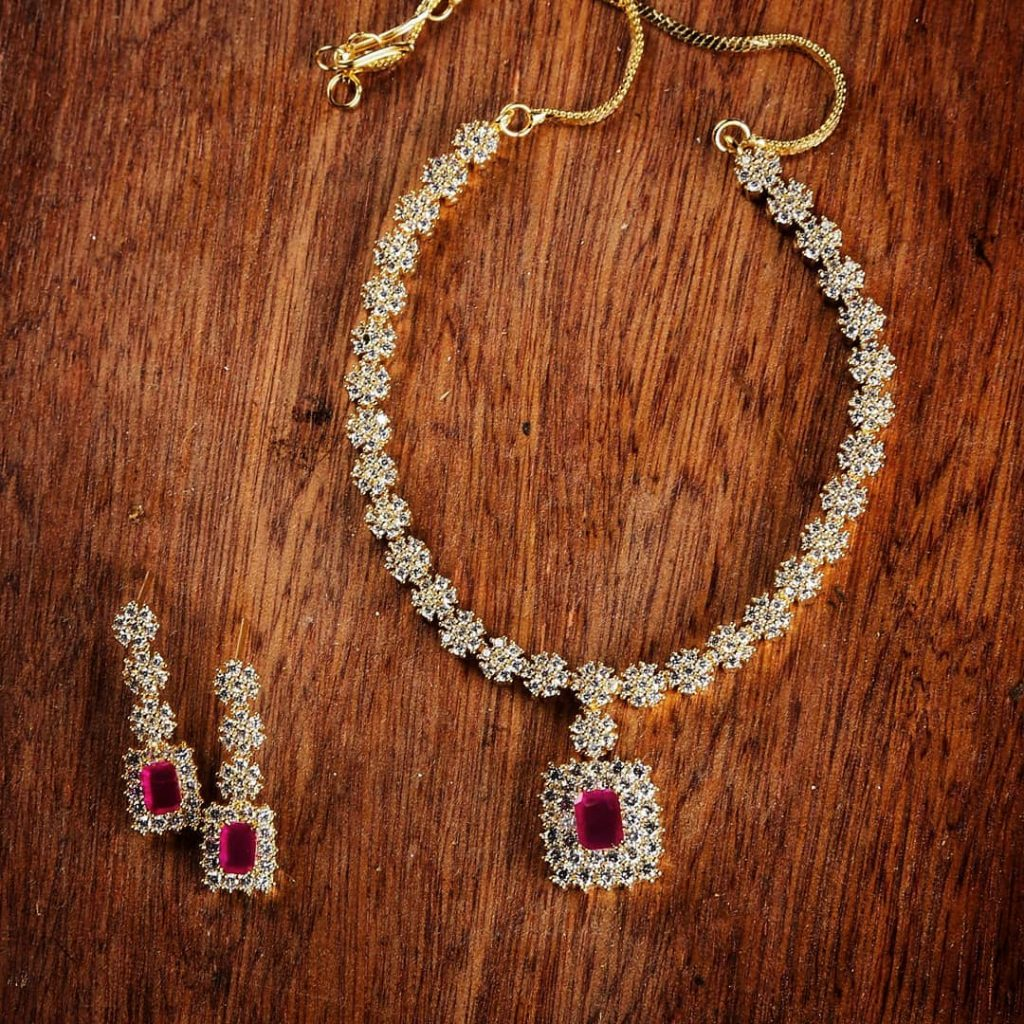 Fashionable Necklace Set From Narayana Pearls
