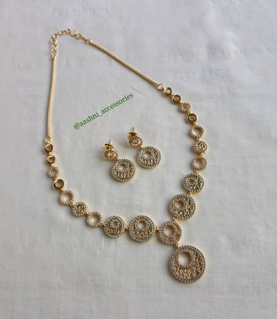 Simple and Eegant Necklace Set From Aashni Accessories