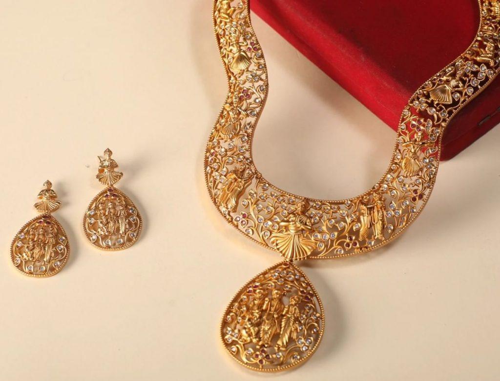 Trendy Necklace Set From Tarinika