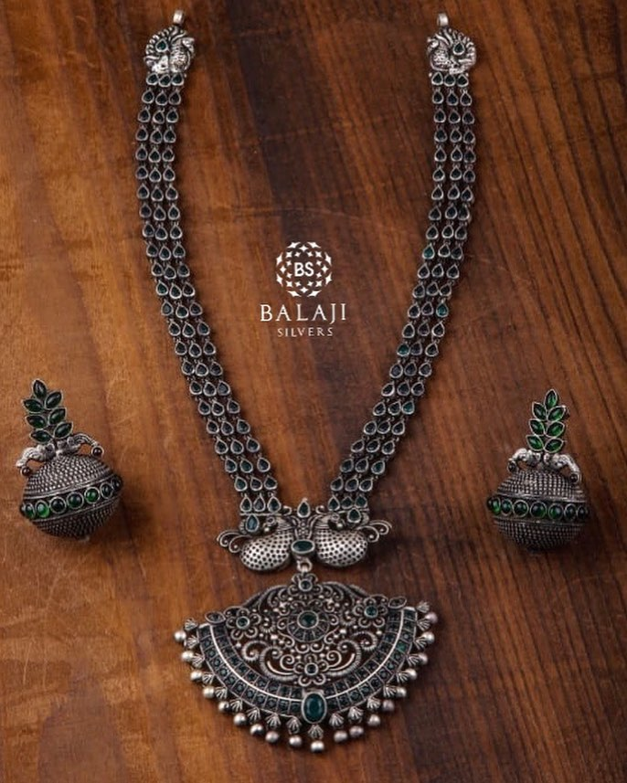 silver-necklace-set