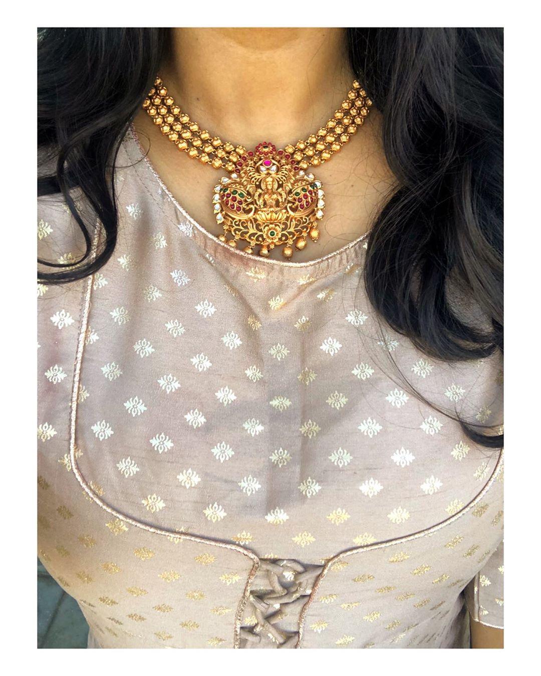 elegant-temple-necklace