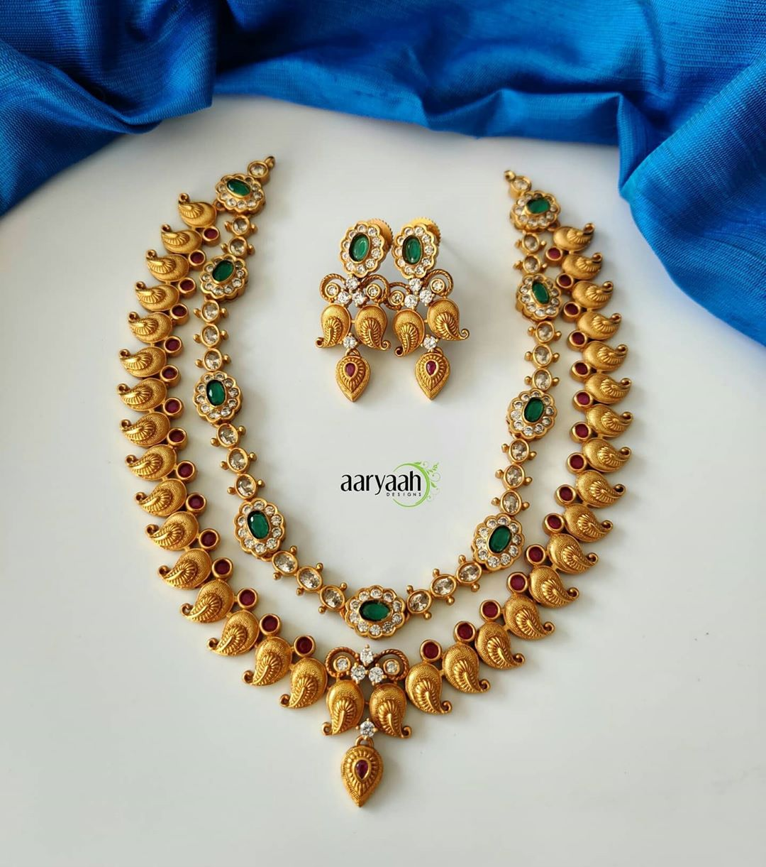 matte-gold-alike-cutwork-necklace