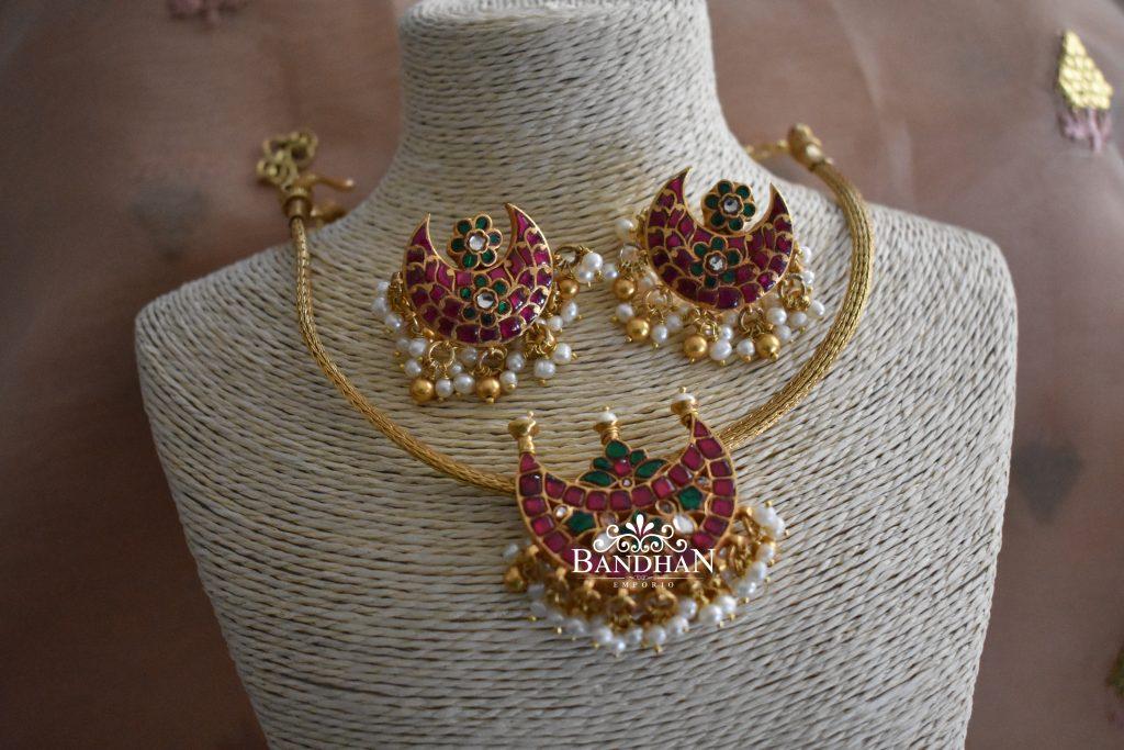 Pretty Choker Necklace