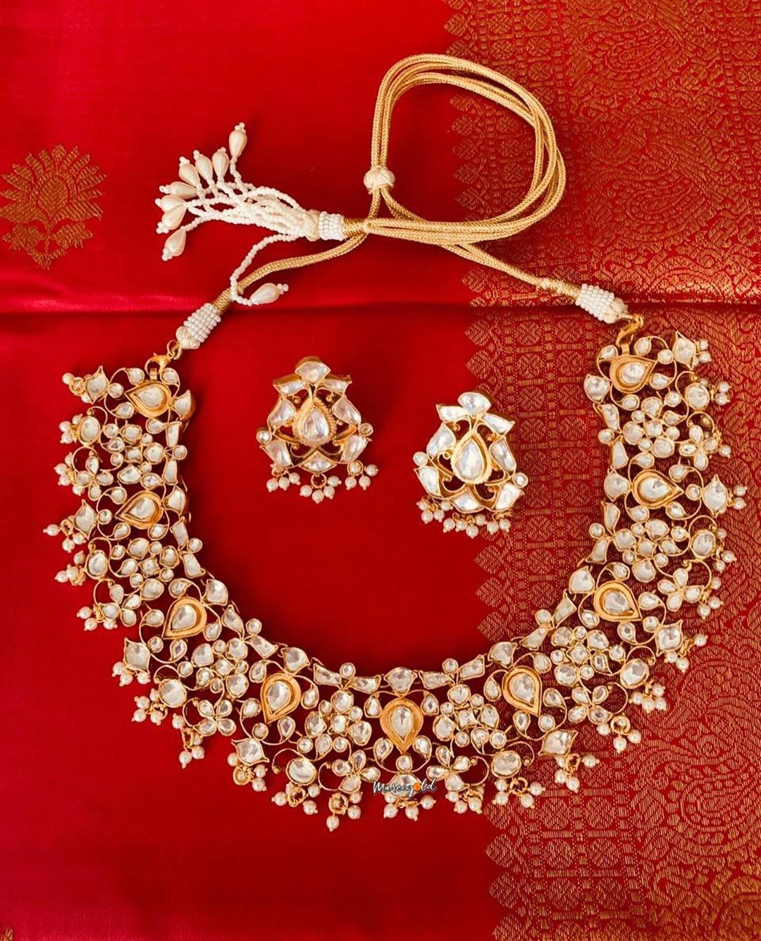 pretty-necklace-and-earrings