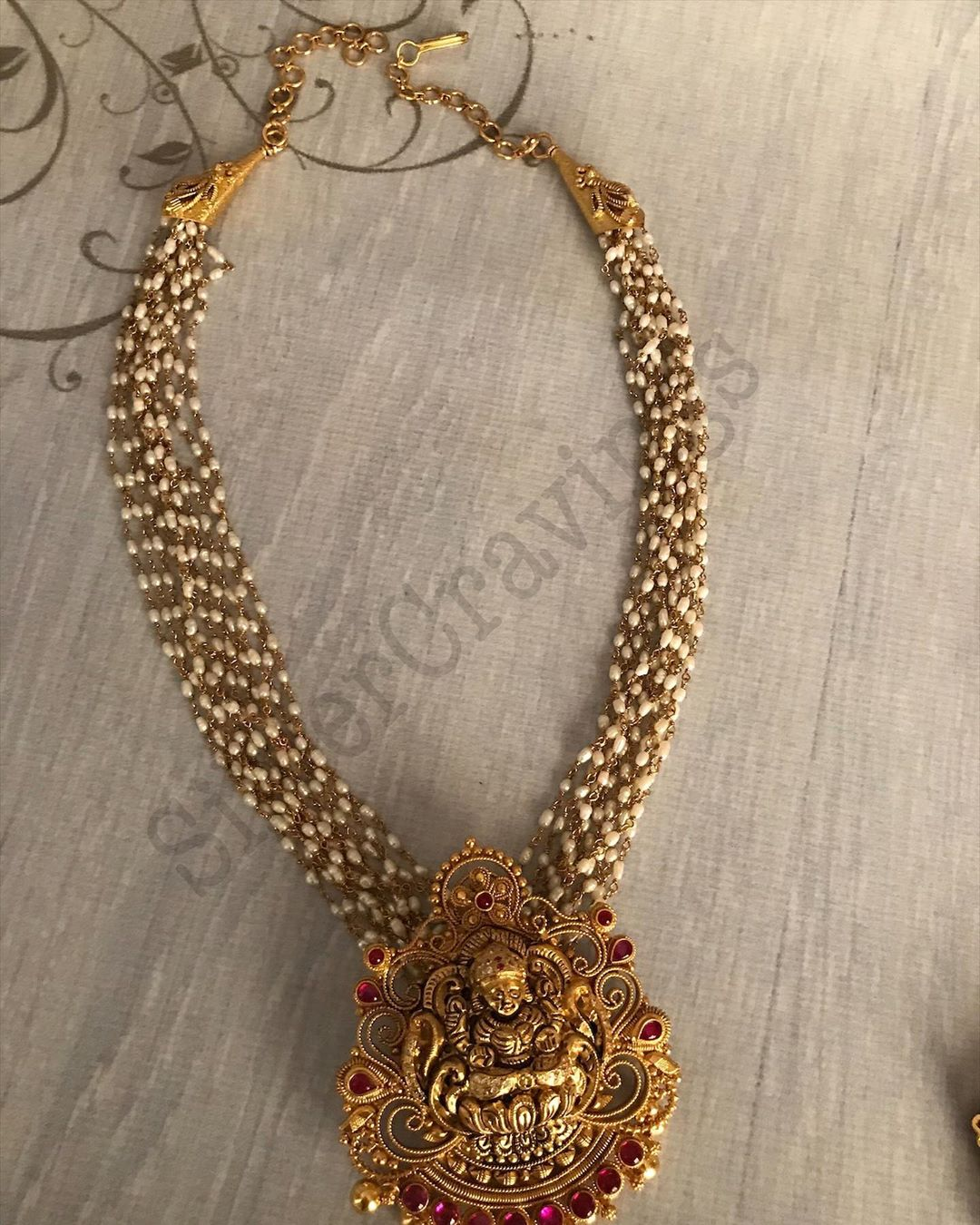 pearl-bunch-necklace-with-lakshmi-pendant