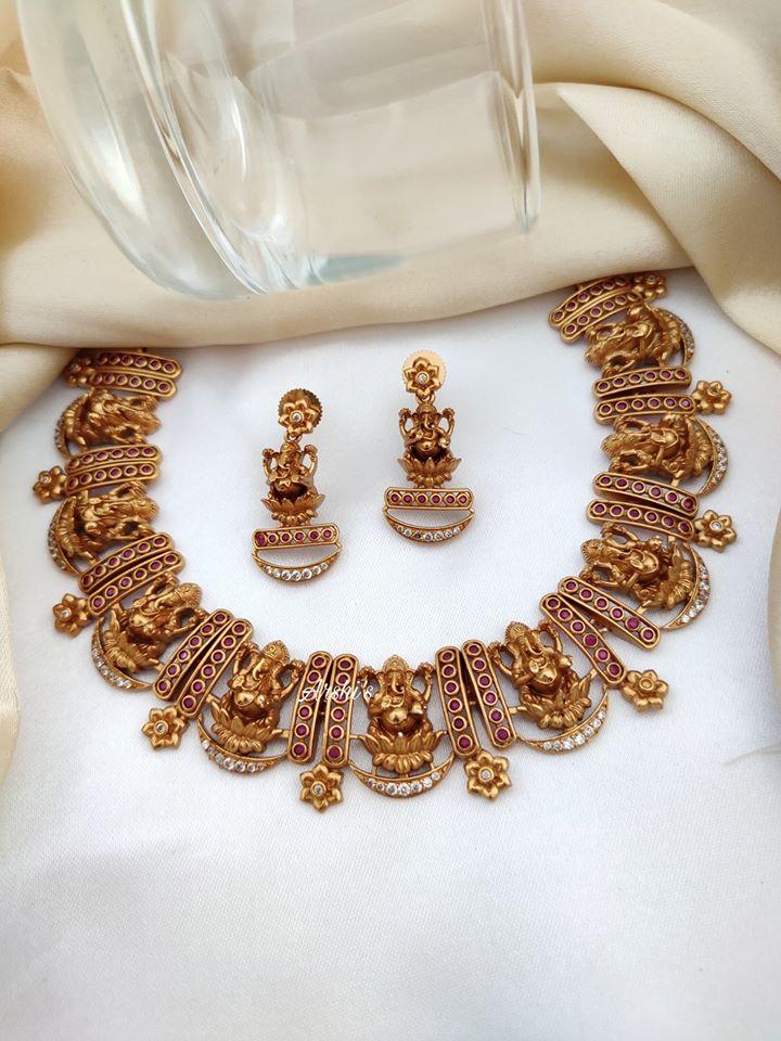 short-lakshmi-necklace-set