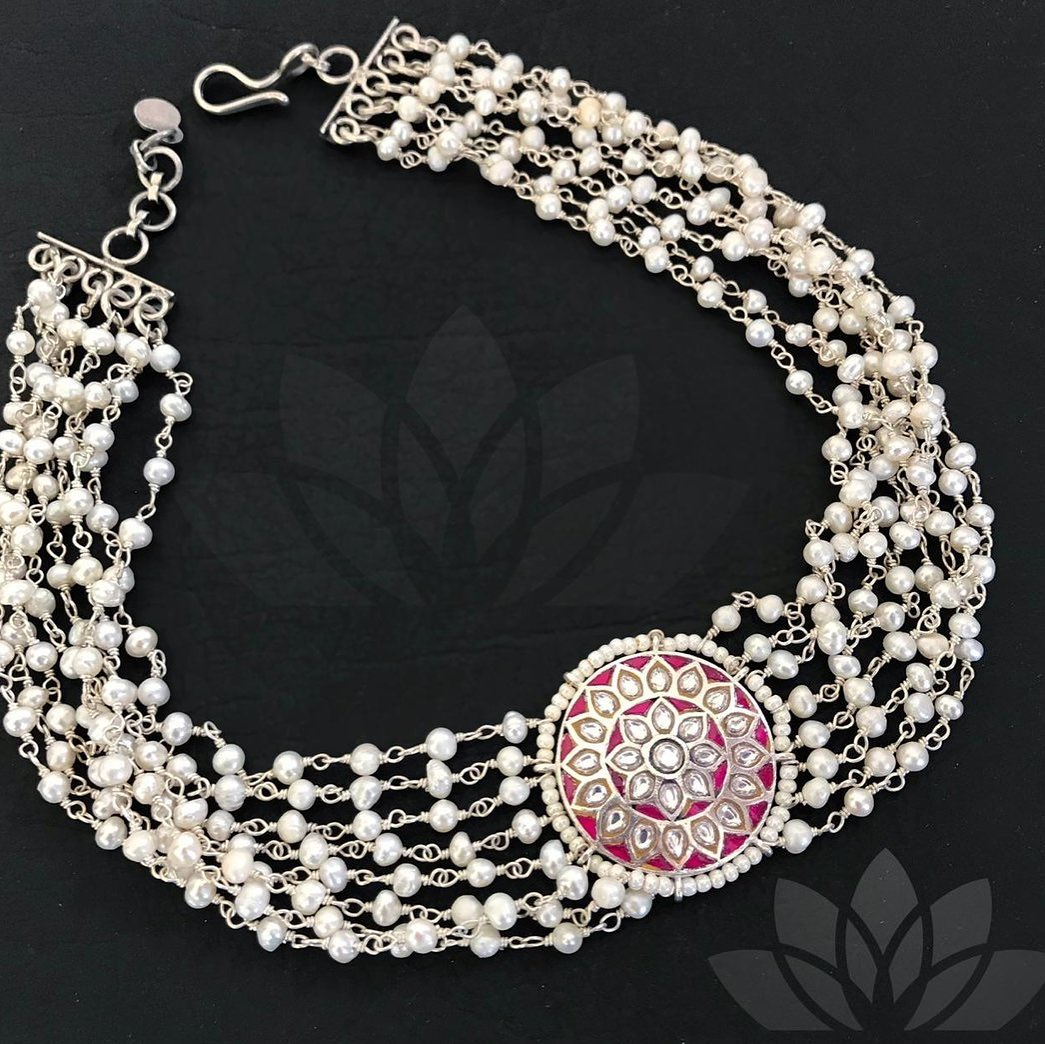silver-choker-necklace
