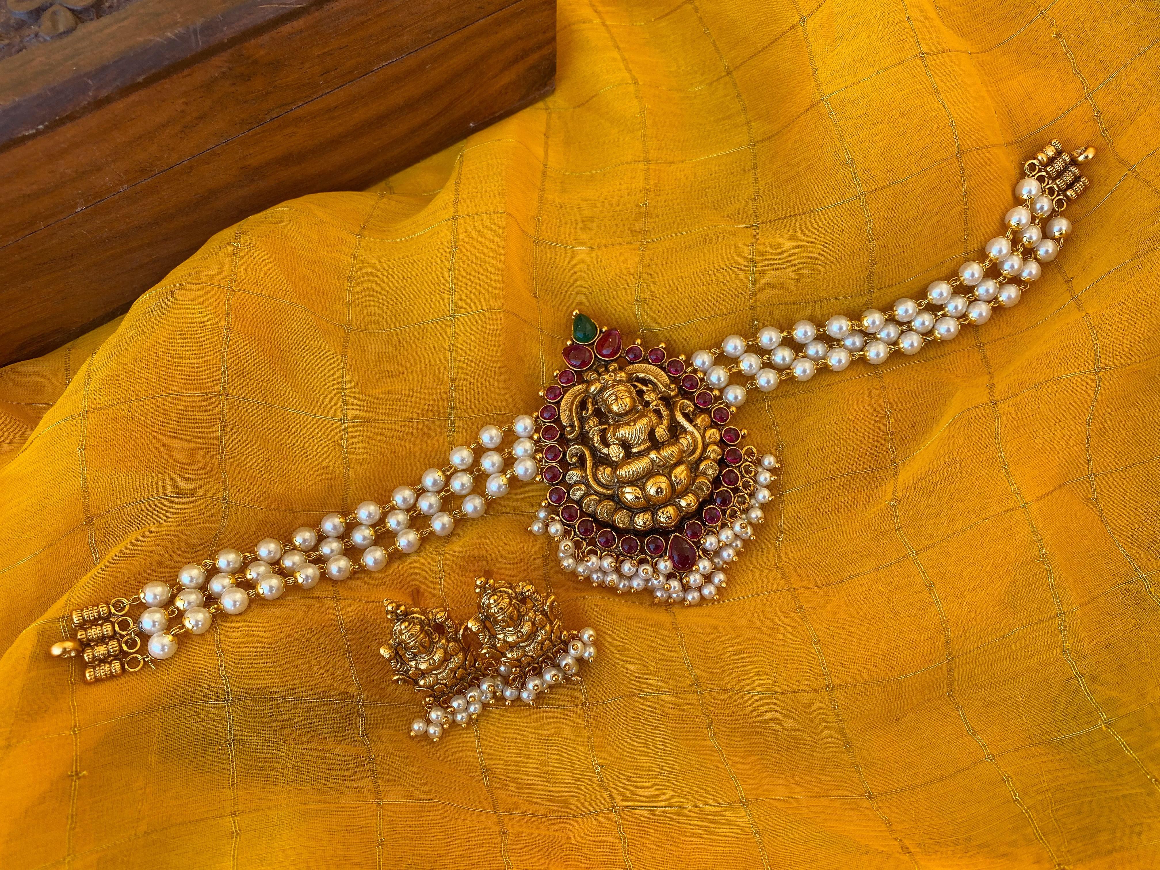 Latest-Antique-Pearl-Lakshmi-Choker-01