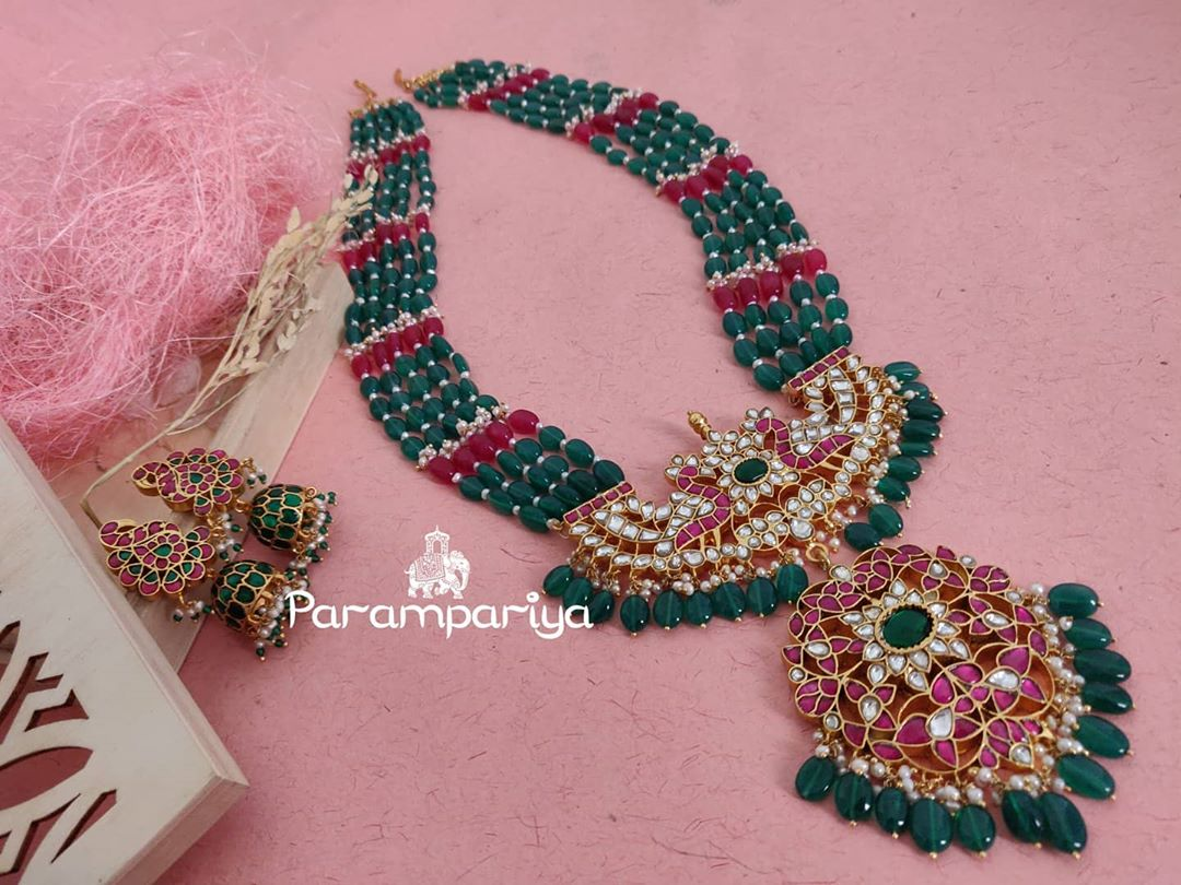 bead-necklace-silver-pendant