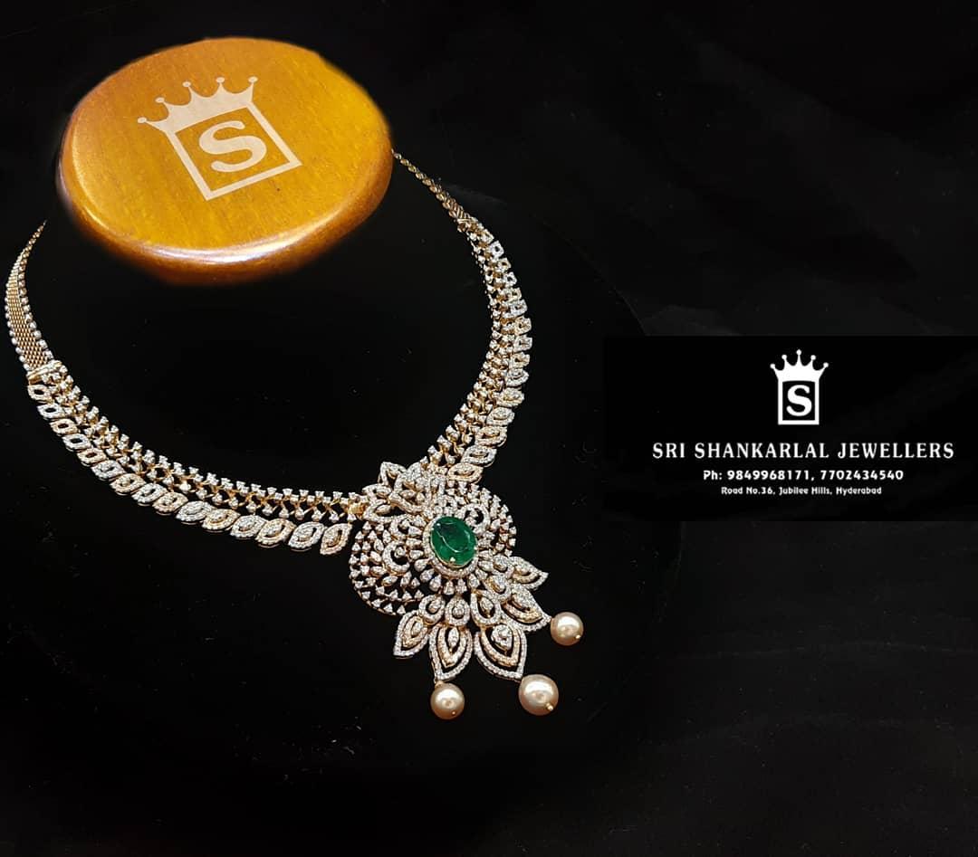 diamond-necklace-with-changable-color-stones