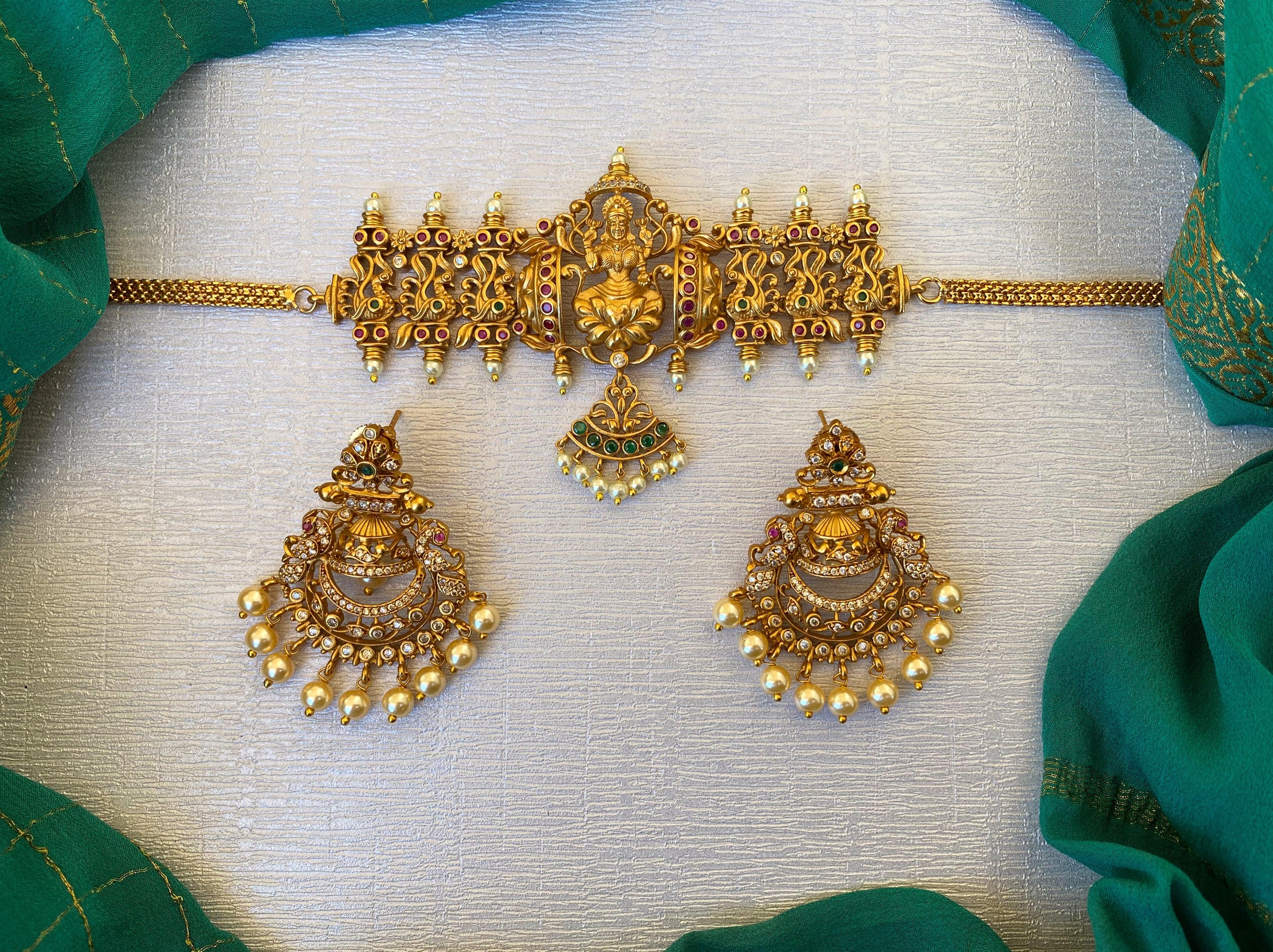 kemp-green-stone-pearl-lakshmi-choker