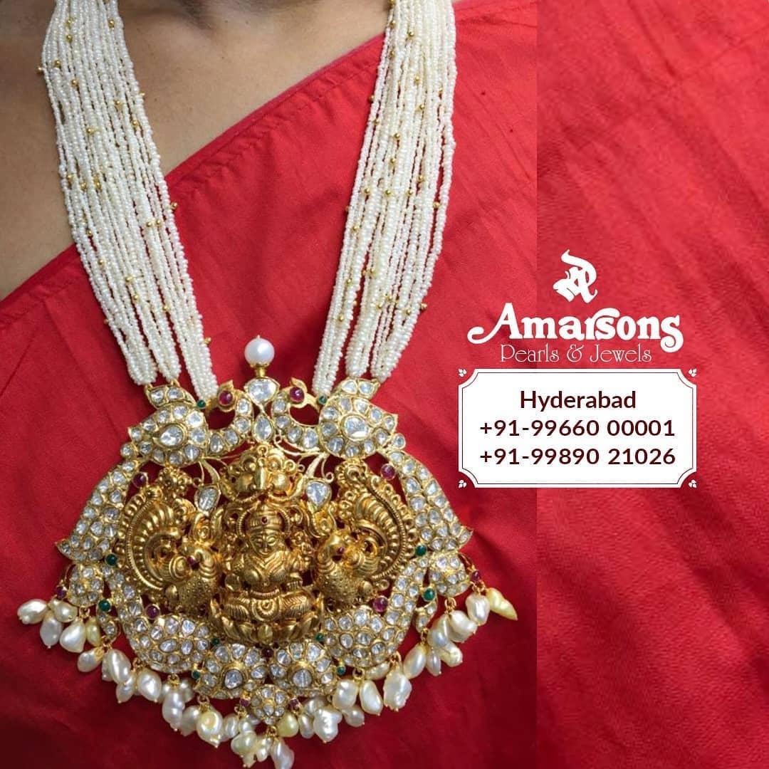 gold-lakshmi-locket-with-uncut-diamond-pearls