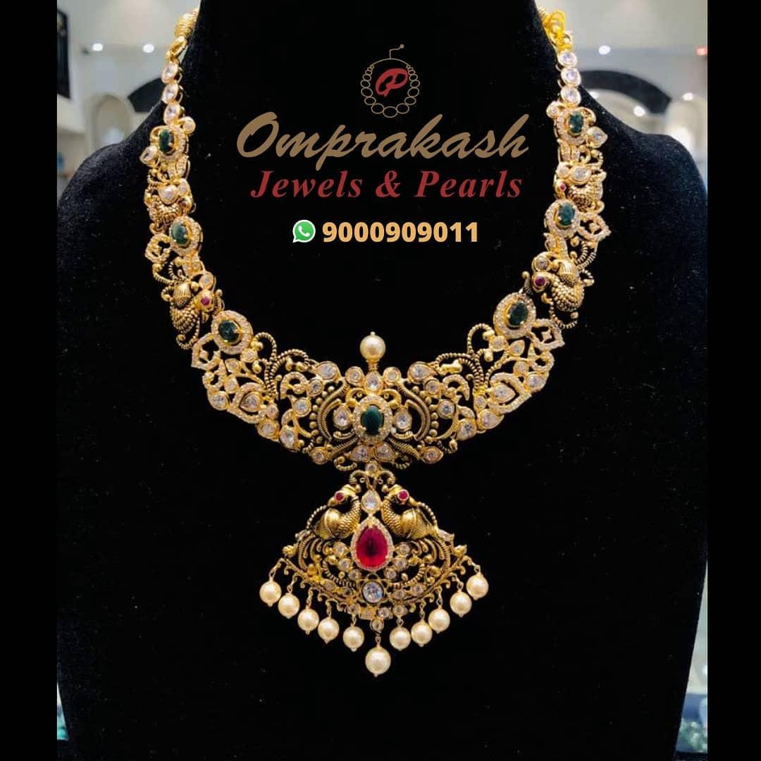 gold-stone-nakshi-necklace