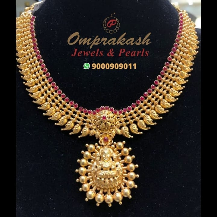 gold-temple-necklace