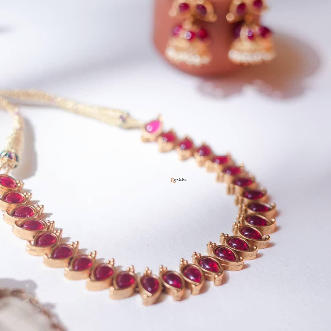 simple-stone-necklace-set